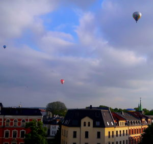 Heißluftballons am Himmel über Zwickau
